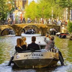 toerist-boot-amsterdam-thumb